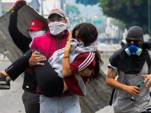 Venezuela'da Hükümet Karşıtları Sokaklarda
