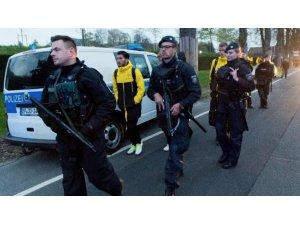 Almanya'da Borussia Dortmund-Monaco maçı öncesi 3 patlama