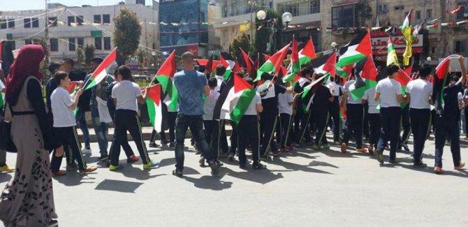 Filistinli Çocuklar Nablus Kentinde İnsan Zinciri Oluşturdu