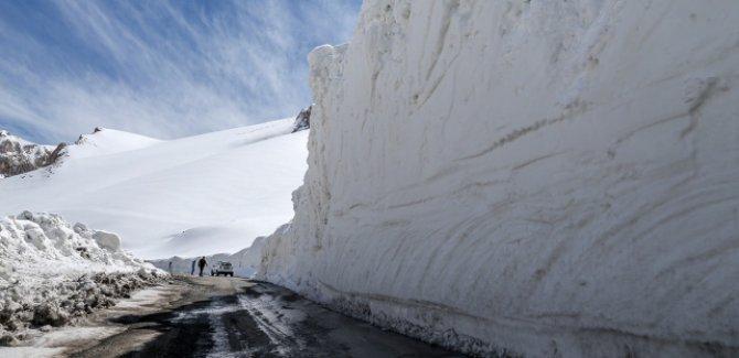 Nisan ayında 7 metre kar herkesi şaşırtıyor
