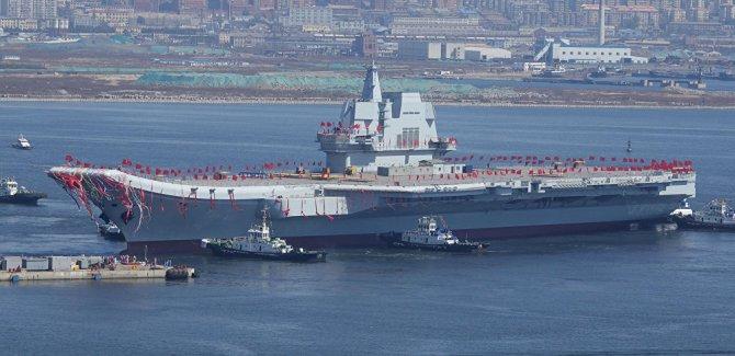 Çin ilk yerli uçak gemisini suya indirdi