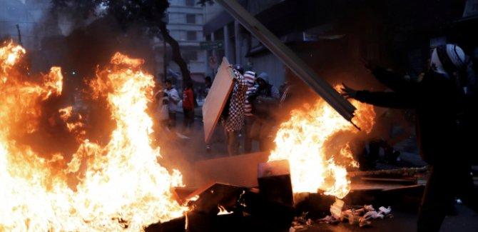"""Sokaklarda kaos  """"grev yağma ve çatışma"""""""