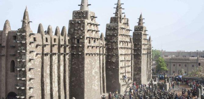 Mali Ulu Camii çamurla onarıldı