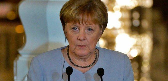 Merkel'den Türkiye'ye idam uyarısı