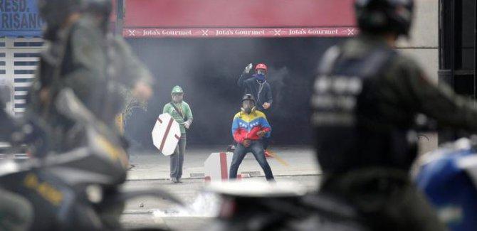 Venezuela'da sokaklar savaş alanı