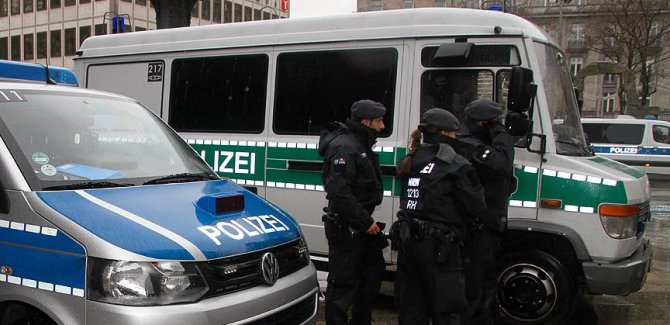 Almanya'da 5 bomba nedeniyle 50 bin kişi tahliye ediliyor