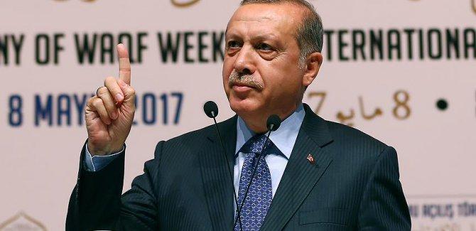 """Cumhurbaşkanı Erdoğan, """"Ümmetin ilk kıblesi, peygamberler şehri olan Kudüs; tüm Müslümanların harem-i izzeti ve namusudur."""" dedi."""