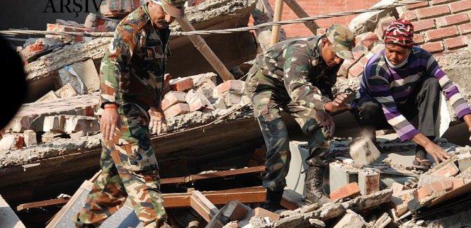 Hindistan'da düğün salonunun duvarı çöktü: 24 ölü