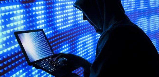 Rus hackerlar Almanya'da bakanlıklara sızdı