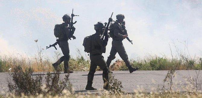 Siyonist İsrail 22 Filistinliyi gözaltına aldı