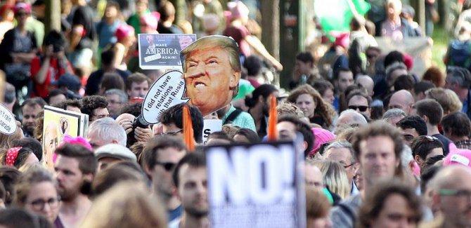Brüksel'de binlerce kişi Terörist Trump'ı protesto etti