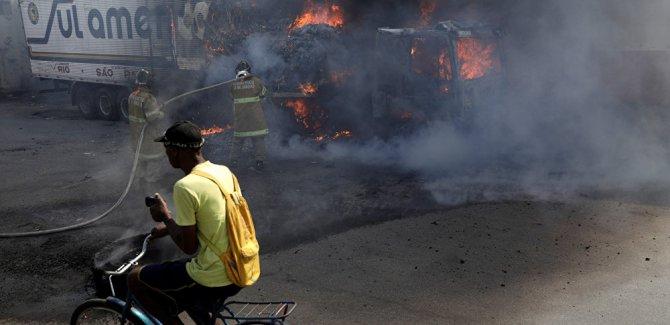 Brezilya'da tarım ve maliye bakanlıkları ateşe verildi