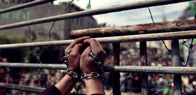 Açlık grevindeki 155 Filistinli esir hastaneye kaldırıldı