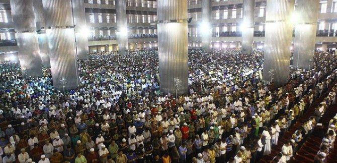 Endonezya'da Ramazan'ın ilk cuma namazı