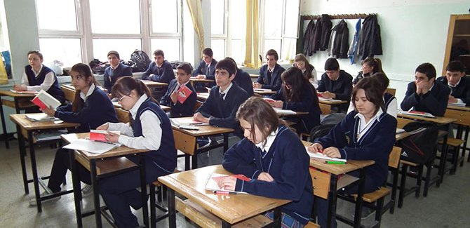 Liselerin haftalık ders çizelgeleri değişti