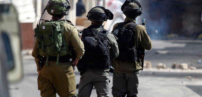 İşgalci İsrail yüzlerce Filistinliyi Kudüs'ten Batı Şeria'ya gönderdi