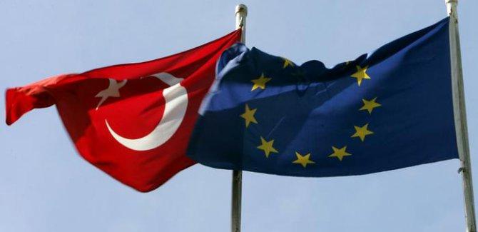"""AP'de """"Türkiye'yle müzakereler askıya alınsın"""" talebi"""
