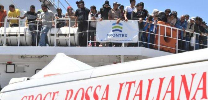 İtalya 200 bin göçmene vize vererek AB'den 'intikam alabilir'