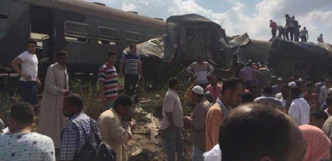 Mısır'da iki tren çarpıştı: 21 ölü