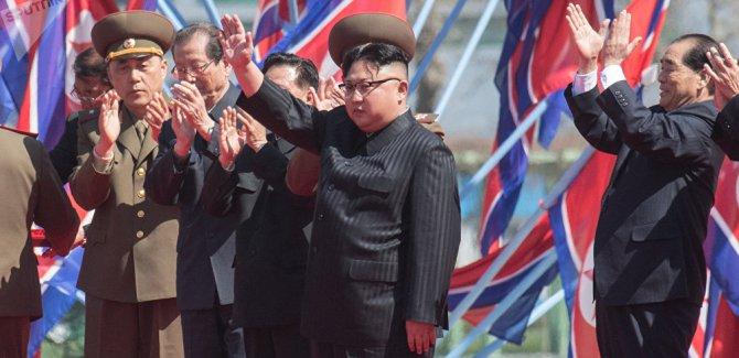 Kuzey Kore, Guam'ı vurma planını erteledi