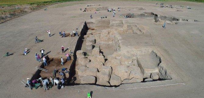 Diyarbakır'da insanlık tarihine ışık tutacak eserler