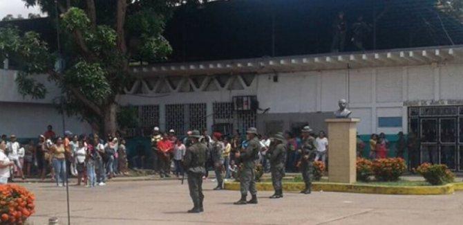 Tutukluların kontrolündeki hapishaneye operasyon: 37 ölü