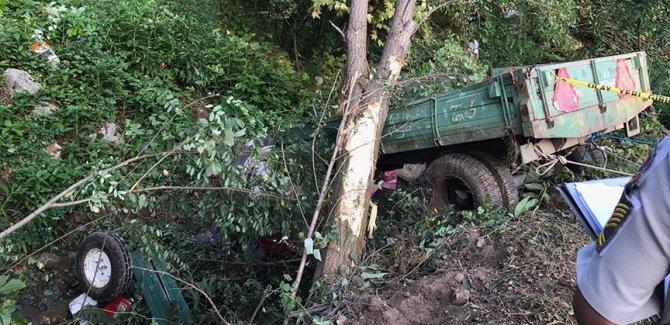 Sakarya'da işçileri taşıyan traktör devrildi: 7 ölü, 9 yaralı