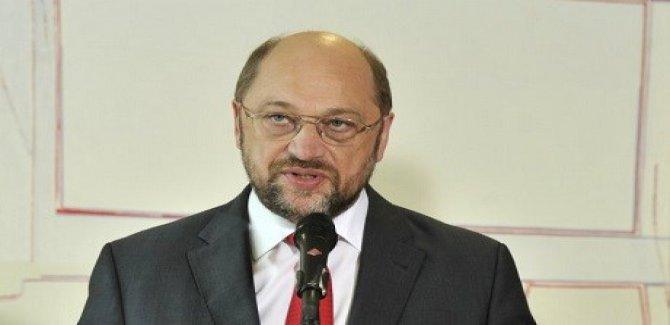 Schulz: Türkiye'ye Sert Davranılmalı