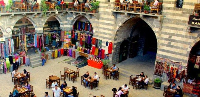Ji 4 parçeyên Kurdistanê geştyar çûne Amedê