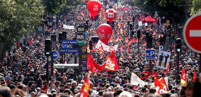 Fransa'da Göstericiler ile Polis Çatıştı