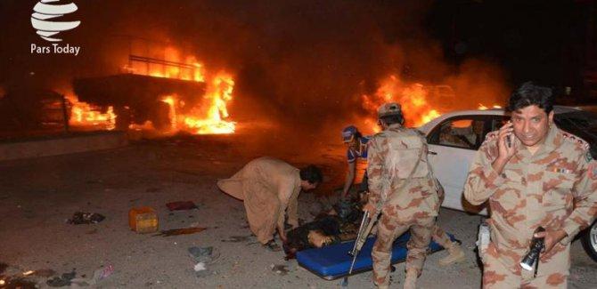 Pakistan'da Türbede Patlama