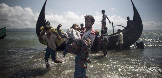 Myanmar'da  katliamlar sürüyor