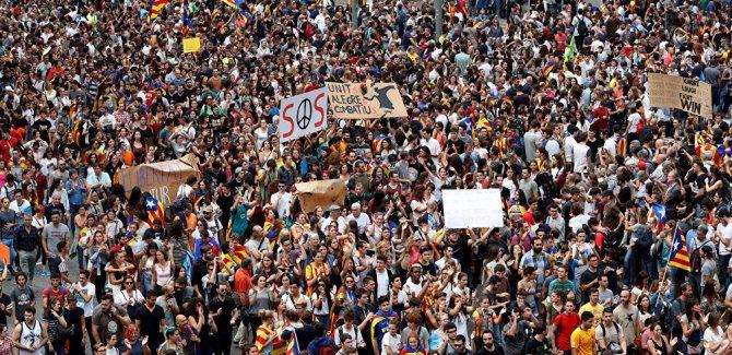 Katalonya: 10ê Cotmehê em serxwebûna xwe îlan dikin