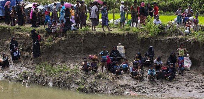 Hindistan, Arakanlı Müslümanları Bangladeş'e sınır dışı ediyor