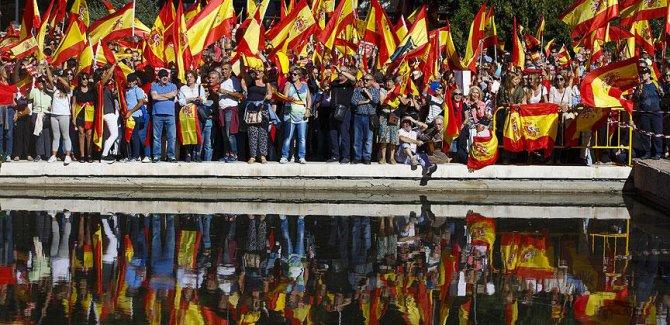 Katalonya İspanya'ya direnmeye devam ediyor