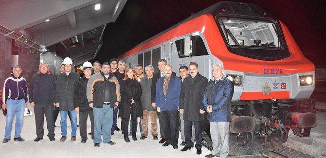 İlk tren Kars'a ulaştı