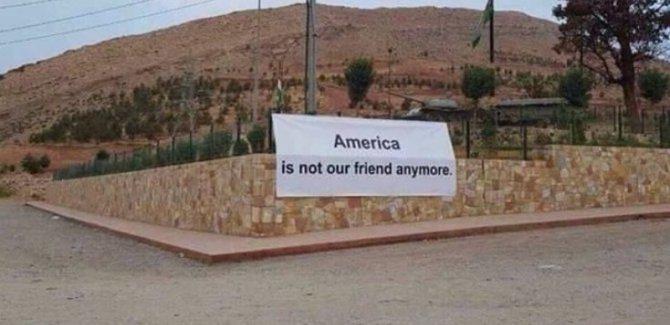 """Kürdistan Bölgesi'nde """"ABD bize ihanet etti"""" pankartları"""