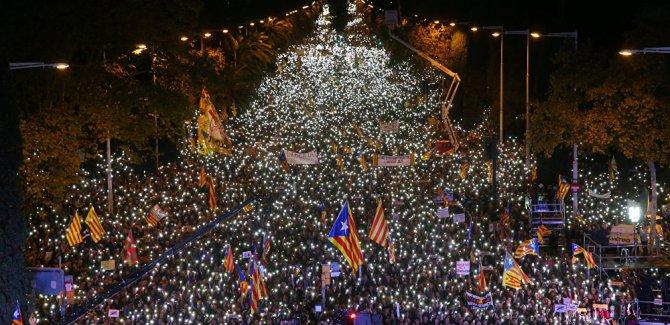 Katalan isyan: 'Demokrasi yardım istiyor, Avrupa nerede?'