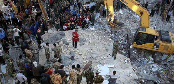 Deprem nedeniyle ölenlerin sayısı 400'ü aştı