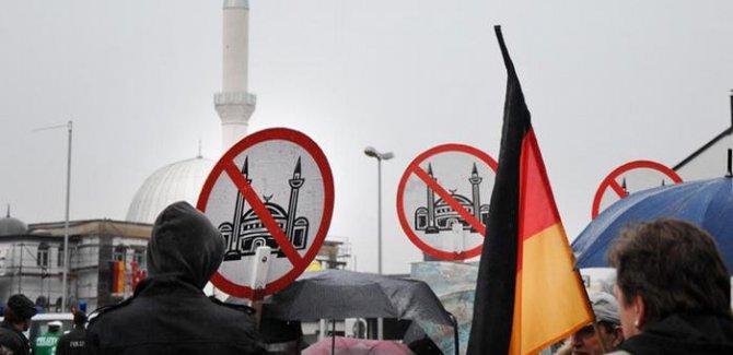 Avrupa'nın vebalıları (İslam karşıtları) Prag'da buluşacak!