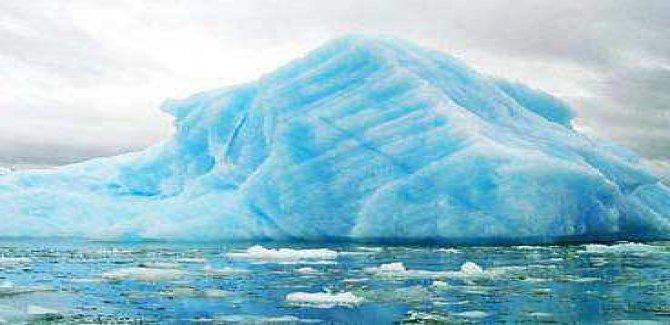 Şili'nin güneyindeki dev buz kütlesi görenleri şaşırtıyor