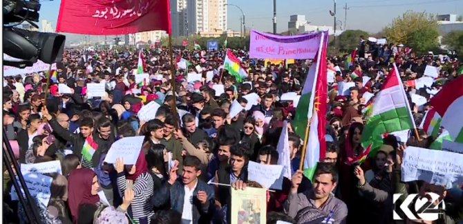 """Erbil'de Abadi'ye karşı """"zafer"""" gösterisi"""