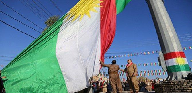 Tüm illerde Kürdistan Bayrağı göndere çekildi