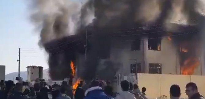 Parti binaları ateşe verildi!