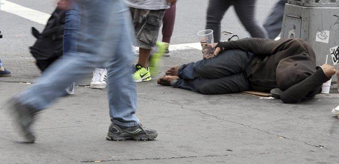 Frankfurt'ta sokakta yatan evsizlere ceza kesilecek