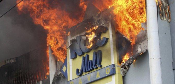 Filipinler'de AVM'de yangın: 37 ölü