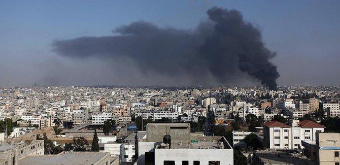 Siyonist İsrail, Gazze sınırını bombaladı