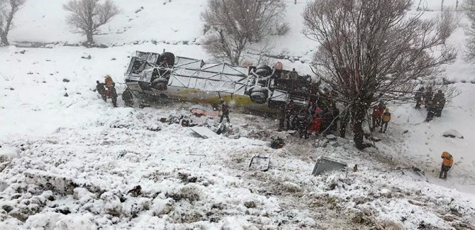 Muş'ta yolcu otobüsü devrildi: 6 ölü