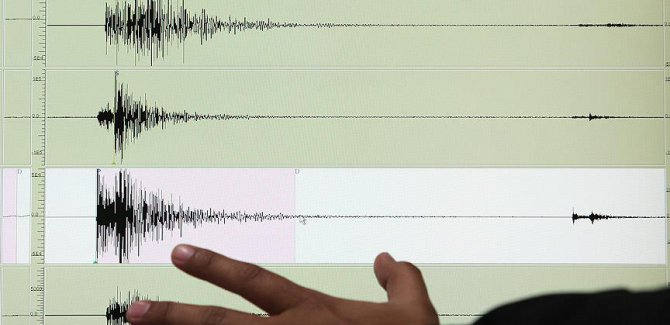 Endonezya'da 6,4 büyüklüğünde deprem