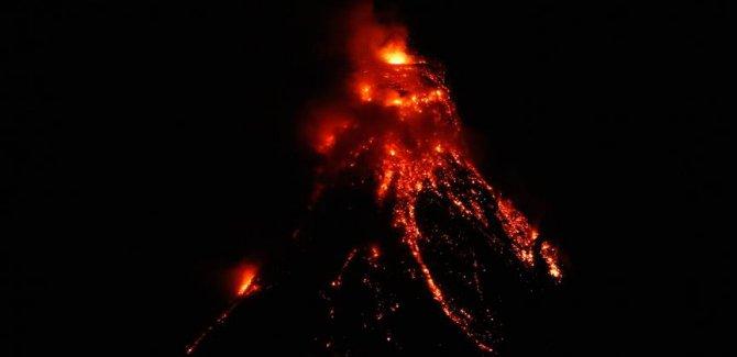 Japonya ve Filipinler'de volkanik hareketlilik